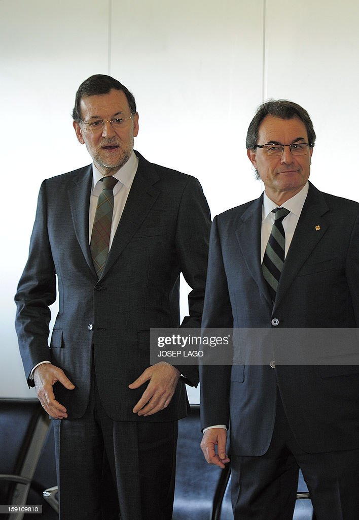 Spanish Prime Minister and PP (Popular Party) leader Mariano Rajoy (L) and President of the Catalonia regional government and leader of the Catalan party CIU (Convergence and Unity party) Artur Mas pose prior to onboard a train at Sants, the Barcelona's train station, during the inauguration of the high-speed line between Barcelona and the french border, on January 8, 2013. AFP PHOTO/ JOSEP LAGO