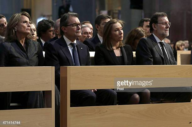 Spanish Prime Minister Mariano Rajoy and his wife Elvira Fernandez and Catalunya President Artur Mas and his wife Helena Rakosnik attend the state...