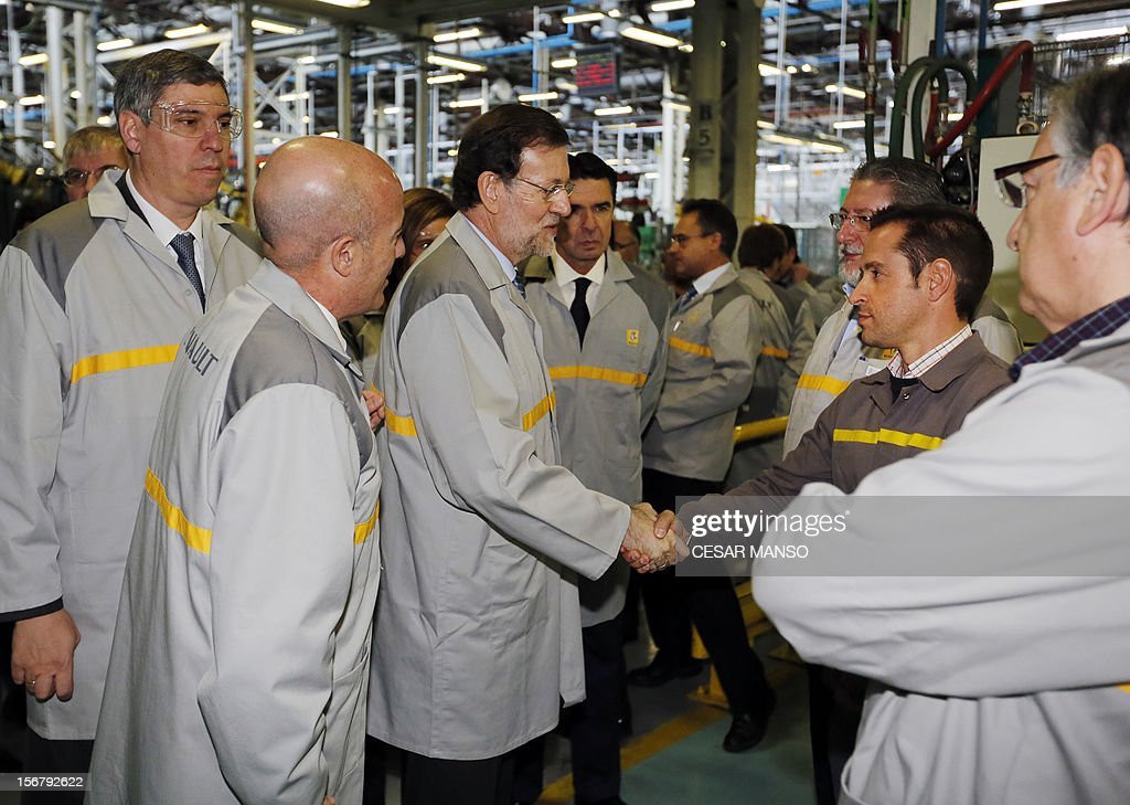 Spanish Prime Minister Mariano Rajoy (C) greets Union representatives during a visit at the Villamuriel Renault factory in northern Spain on November 21, 2012. French car maker Renault plans to create 1,300 jobs at its factories in recession-hit Spain, Spanish Prime Minister Mariano Rajoy said. Renault has an industrial plan to develop its Spanish plants which will involve 'the creation of 1,300 new jobs', Rajoy said. AFP PHOTO / CESAR MANSO