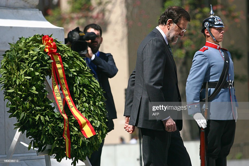 Spanish Prime Minister Mariano Rajoy (R) leaves after laying a wreath at the Monument to Chile's Liberator Bernardo O'Higgins, at Citizen's Square in Santiago during an official visit to Chile on January 25, 2013 on the eve of the two-day summit of leaders of the European Union and the Community of Latin American and Caribbean States (CELAC, its Spanish-language acronym).