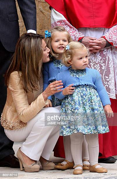 Spanish Princess Letizia wife of Spanish Crown Prince Felipe poses with their daugthers Leonor and Sofia before the traditional Easter Mass of...