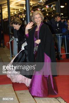 Spanish Queen Sophia and Norwegian Queen Sonja arrive at the Royal Palace January 31 2002 in Amsterdam Netherlands for a dinner party hosted by Dutch...