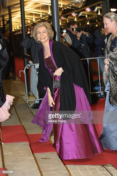Spanish Queen Sophia and Queen Margarethe of Denmark arrive at the Royal Palace January 31 2002 in Amsterdam Netherlands for a dinner party hosted by...