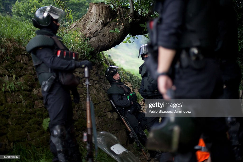 Spanish riot police take a breath on their way up the mountain searching for miners near Mieres on June 15, 2012 in northern Spain. Spanish coal miners are staging a nationwide strike organised by unions opposed to subsidy reductions from 300 million to 110 million Euros.