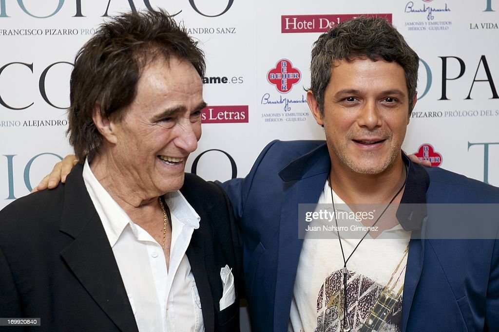 Spanish singer <a gi-track='captionPersonalityLinkClicked' href=/galleries/search?phrase=Alejandro+Sanz&family=editorial&specificpeople=208757 ng-click='$event.stopPropagation()'>Alejandro Sanz</a> (R) and <a gi-track='captionPersonalityLinkClicked' href=/galleries/search?phrase=Francisco+Pizarro&family=editorial&specificpeople=233932 ng-click='$event.stopPropagation()'>Francisco Pizarro</a> (L) attend 'Tio Paco' book presentation at Hotel de las Letras on June 4, 2013 in Madrid, Spain.
