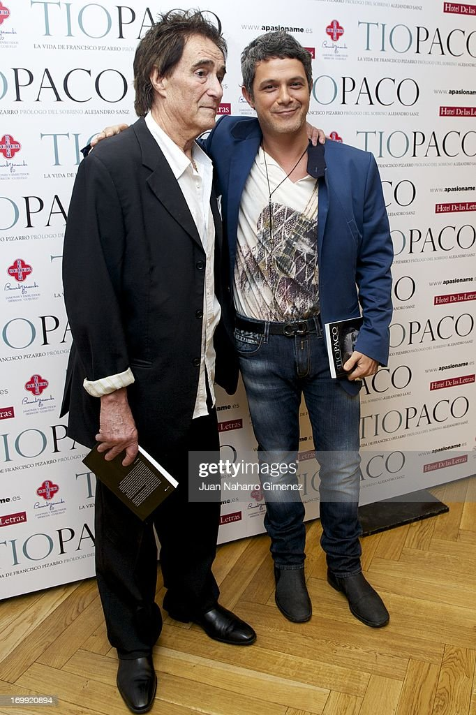 Spanish singer <a gi-track='captionPersonalityLinkClicked' href=/galleries/search?phrase=Alejandro+Sanz&family=editorial&specificpeople=208757 ng-click='$event.stopPropagation()'>Alejandro Sanz</a> (R) and <a gi-track='captionPersonalityLinkClicked' href=/galleries/search?phrase=Francisco+Pizarro&family=editorial&specificpeople=233932 ng-click='$event.stopPropagation()'>Francisco Pizarro</a> attend 'Tio Paco' book presentation at Hotel de las Letras on June 4, 2013 in Madrid, Spain.