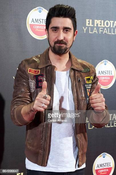 Spanish singer Alex Ubago attends 'El Pelotari Y La Fallera' premiere at the Callao cinema on April 5 2017 in Madrid Spain
