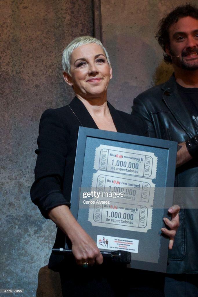 'Hoy No Me Puedo Levantar' Triple Platinum Ticket Award in Madrid