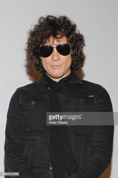 Spanish singer Enrique Bunbury attends a press conference to promote his new album 'Expectativas' at at Cinema Coyoacan on October 23 2017 in Mexico...