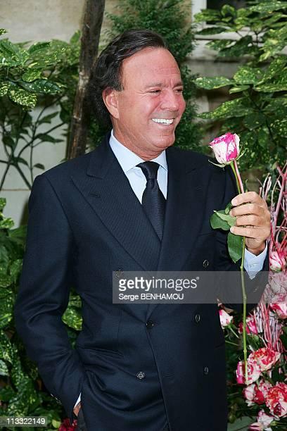 Spanish Singer Julio Iglesias Presents The Julio Iglesias Rose At The Ritz Hotel In Paris France On June 28 2007 Julio Iglesias