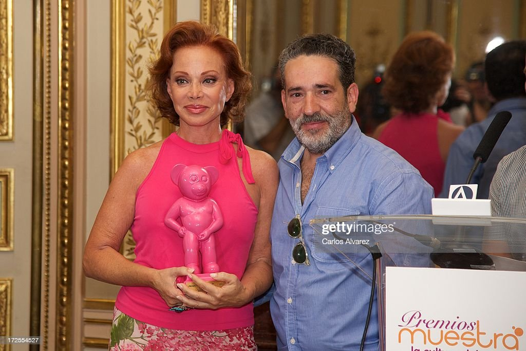 Spanish singer Paloma San Basilio (L) receives from Eladio de Mora 'dEmo' (R) the 'Muestra-T' 2013 award at the Casa America on July 3, 2013 in Madrid, Spain.
