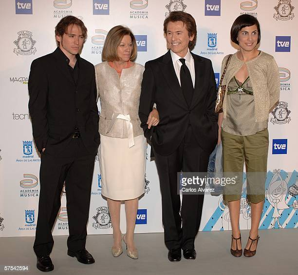 Spanish Singer Raphael and his family attend the Spanish Music Awards at Palacio Municipal de Congresos on May 5 2006 in Madrid Spain