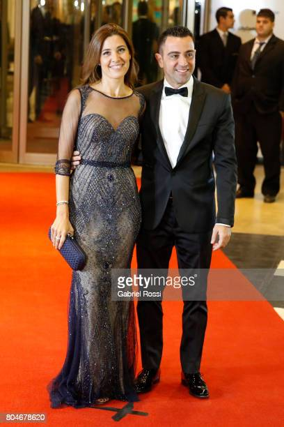 Spanish soccer player Xavi Hernández and his wife Nuria Cunillera pose for pictures on the red carpet during Lionel Messi and Antonela Rocuzzo's...
