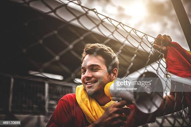 Spanische Fußball-Fan schreien am Rand field