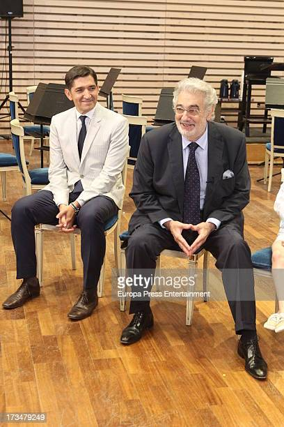 Spanish tenor Placido Domingo and his doctor Carlos Gonzalez attend a press conference before attending a dress rehearsal of Daniel Catan's 'Il...