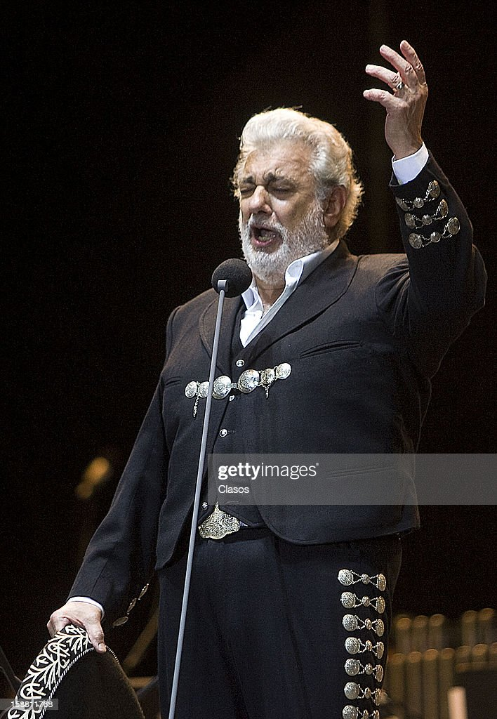 Spanish tenor Placido Domingo sings during a show at Tamarindo Beach on December 29, 2012 in Acapulco, Mexico.