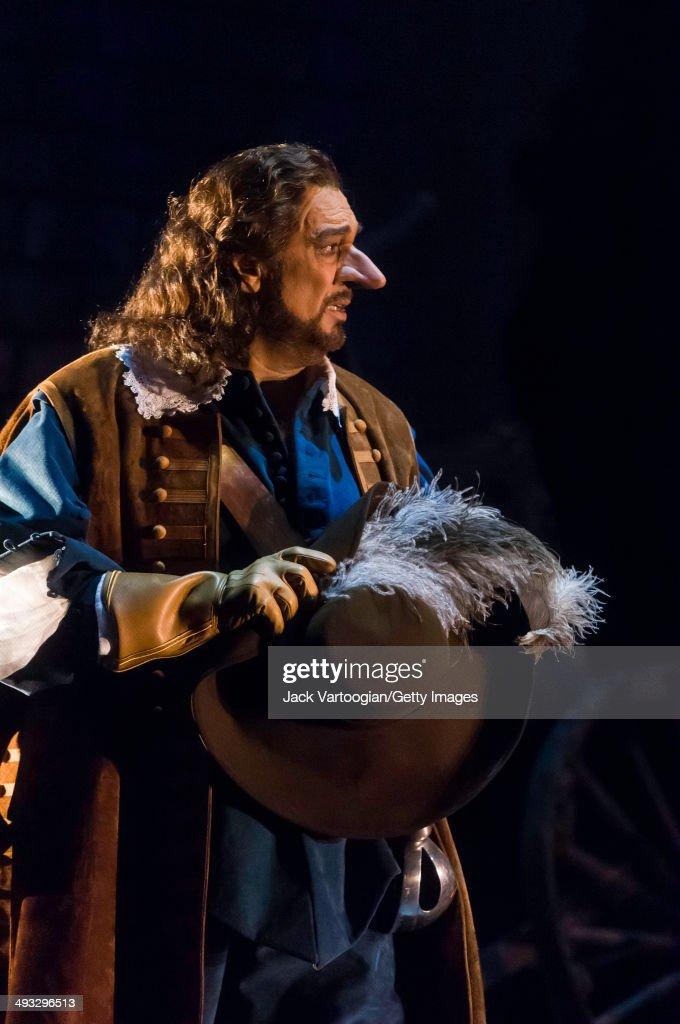 Spanish tenor Placido Domingo sings the title role in the final dress rehersal of Metropolitan Opera/Francesca Zambello production of 'Cyrano de...