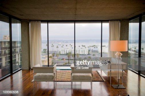 Sparse modernist living room : Bildbanksbilder