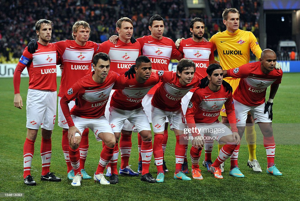 Spartak Moskva team payers poses for a photo before the UEFA Champions League group G football match Spartak Moskva against Benfica at the Luzhniki stadium in Moscow on October 23, 2012. AFP PHOTO / YURI KADOBNOV