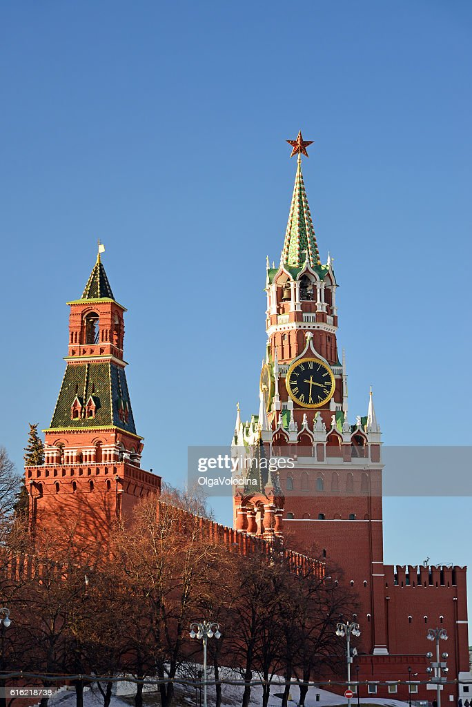 Spasskaya and Nabatnaya tower of Moscow Kremlin, Russia : Bildbanksbilder