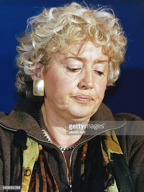 SPDPolitikerin Reanate Schamidt mit nachdenklichem Gesichtsausdruck aufgenommen im September 1998 Aufgenommen September 1998