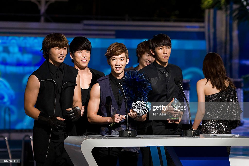 <a gi-track='captionPersonalityLinkClicked' href=/galleries/search?phrase=2AM&family=editorial&specificpeople=1480869 ng-click='$event.stopPropagation()'>2AM</a> speak during the 2010 Mnet 20's Choice at Sheraton Grande Walkerhill Hotel on August 26, 2010 in Seoul, South Korea.