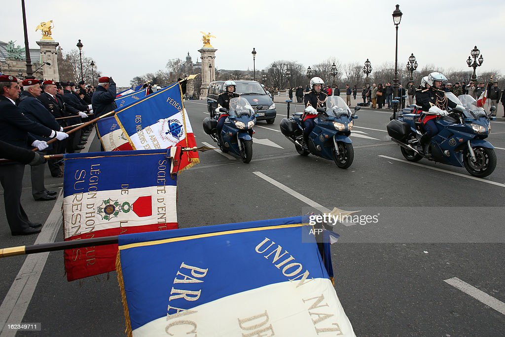 A special convoy carrying the body of late French Staff Sergeant Harold Vormezeele drive on the Pont Alexandre III bridge on February 22, 2013 in Paris, ahead of an official ceremony. Vormezeele, an NCO and commando with the 2nd Foreign Parachute Regiment, an elite unit of the French Foreign Legion, was killed on February 19 during an operation in northern Mali against Islamist rebels. He was the second French soldier killed since the start of France's military intervention in Mali on January 11. AFP PHOTO / THOMAS SAMSON
