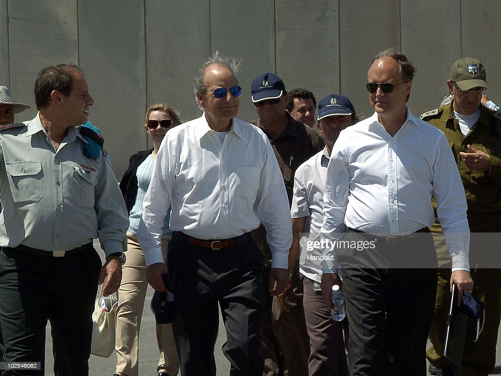 George Mitchell and James Cunningham Visit Kerem Shalom Border Crossing