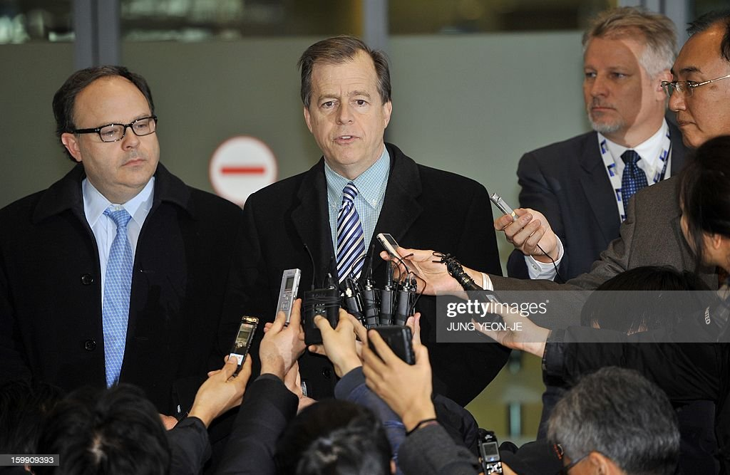 US special envoy for North Korea policy Glyn Davies (C) speaks to the media as he arrives at Incheon international airport, west of Seoul, on January 23, 2013 for talks on North Korea. The UN Security Council ordered expanded sanctions on January 22, against North Korea for a banned rocket launch, triggering a defiant pledge by Pyongyang to bolster its nuclear deterrent. AFP PHOTO / JUNG YEON-JE