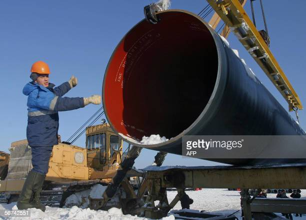 A special lifting crane installs a segment of the North European Gas pipeline near the town of Tikhvin in the Leningrad region 04 February 2006...