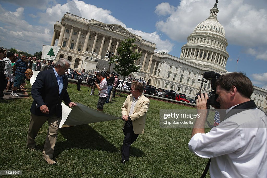 Special Operations Speaks (SOS) Political Action Committee co-founders retired Air Force Col. Dick Brauer Jr. and retired Navy Capt. Larry Bailey unroll a 60-foot-long petition demanding a House Select Committee investigate the Benghazi terrorist attck outside the U.S. Capitol July 23, 2013 in Washington, DC. The 60-foot-long scroll bears the names of more than 1,000 Special Service veterans who support a full investigation of the September 11, 2012, Benghazi attacks.