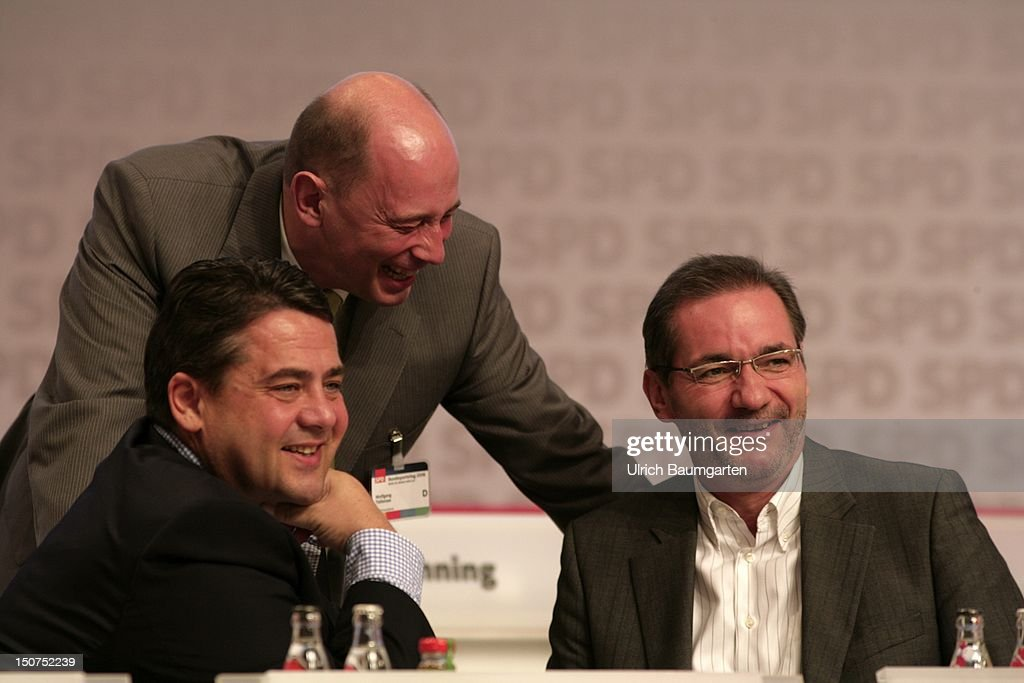 GERMANY, BERLIN, Special party conference of the SPD Social Democratic Party of Germany in Berlin, O,p,s, from left - Sigmar GABRIEL, (SPD), federal envirmont minister, Wolfgang TIEFENSEE, (SPD), federal transport minister and Matthias PLATZECK, (SPD), prime minister of the Land Brandenburg, during the Special party conference of the SPD Social Democratic Party of Germany in Berlin.