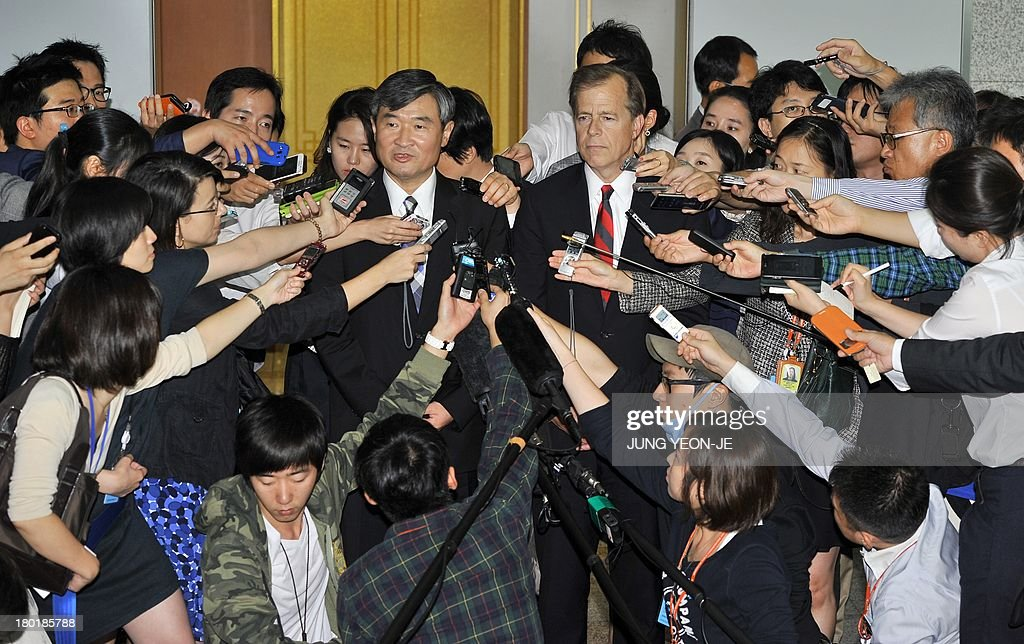 US Special Representative for North Korea Policy Glyn Davies (R) and his South Korean counterpart Cho Tae-Yong (L) speak to the media after their meeting on North Korea's nuclear programme at the foreign ministry in Seoul on September 10, 2013.