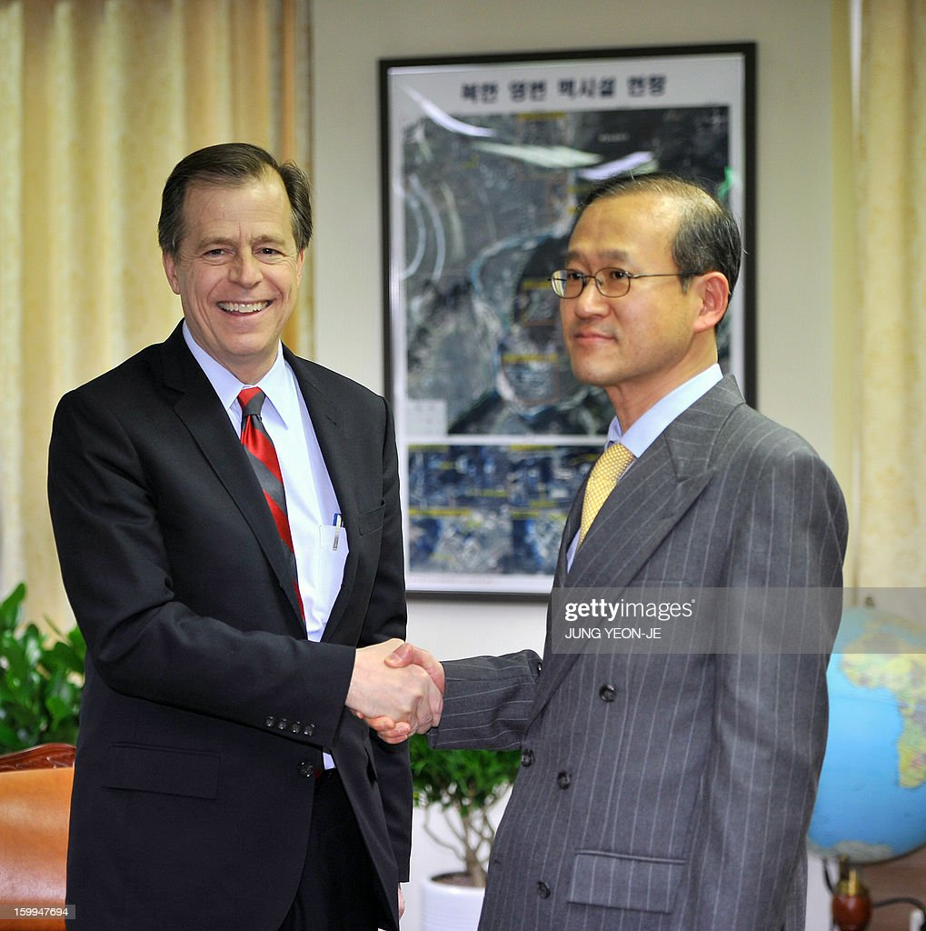 US special representative for North Korea policy Glyn Davies (L) shakes hands with South Korea's nuclear envoy Lim Sung-Nam (R) at the foreign ministry in Seoul on January 24, 2013. The UN Security Council ordered expanded sanctions on January 22, against North Korea for a banned rocket launch, triggering a defiant pledge by Pyongyang to bolster its nuclear deterrent. AFP PHOTO / POOL / JUNG YEON-JE