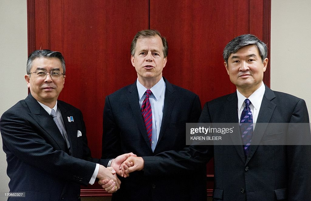 Special Representative for North Korea Policy Glyn Davies(C) shakes hands with South Korean special Representaive for Korean Peninsula Peace and Security Affairs Cho Tae-yong(R) and Japanese Ministry of Foreign Affairs Director General for Asian and Oceanian Affairs Shinsuke Sugiyama June 19, 2013 before meetings at the US State Department in Washington, DC. These discussions reflect the close cooperation among our three countries and our common interest in ensuring peace and stability on the Korean Peninsula. AFP PHOTO / Karen BLEIER