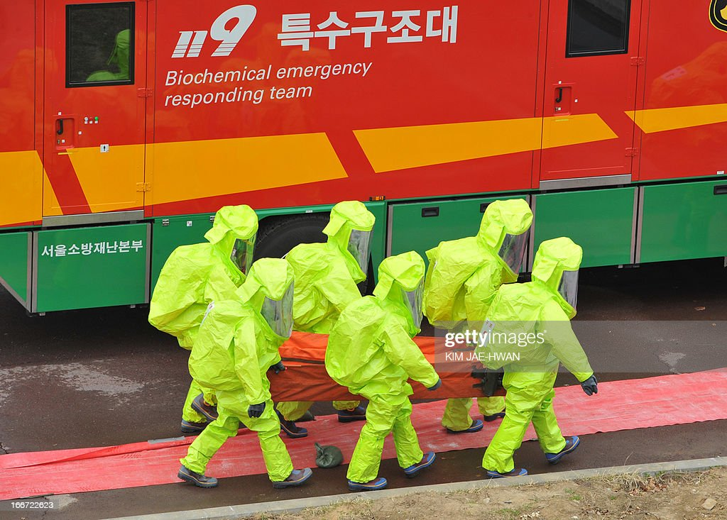 A special team of South Korean firefighters stage a drill for disasters such as toxic chemical leakage in a power plant in Seoul on April 16, 2013. The drill comes after North Korea vowed retaliation over an anti-Pyongyang rally in which South Korean activists burnt effigies of the North's revered leaders. AFP PHOTO / KIM JAE-HWAN