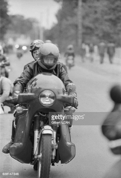 120 000 spectateurs dont beaucoup de motards assistent au 39ème Bol d'Or au Mans France les 20 et 21 septembre 1975