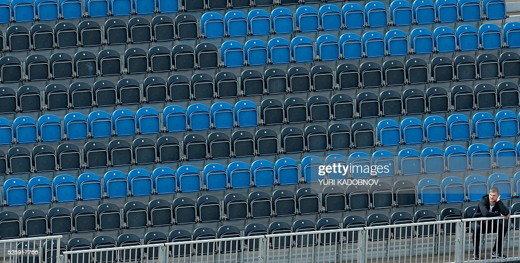 A spectator attends the first practice session of the Formula One Russian Grand Prix at the Sochi Autodrom circuit on April 29, 2016. / AFP / YURI