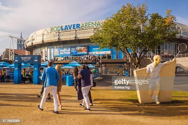Spectateurs qui arrivent à Tige Laver Arena