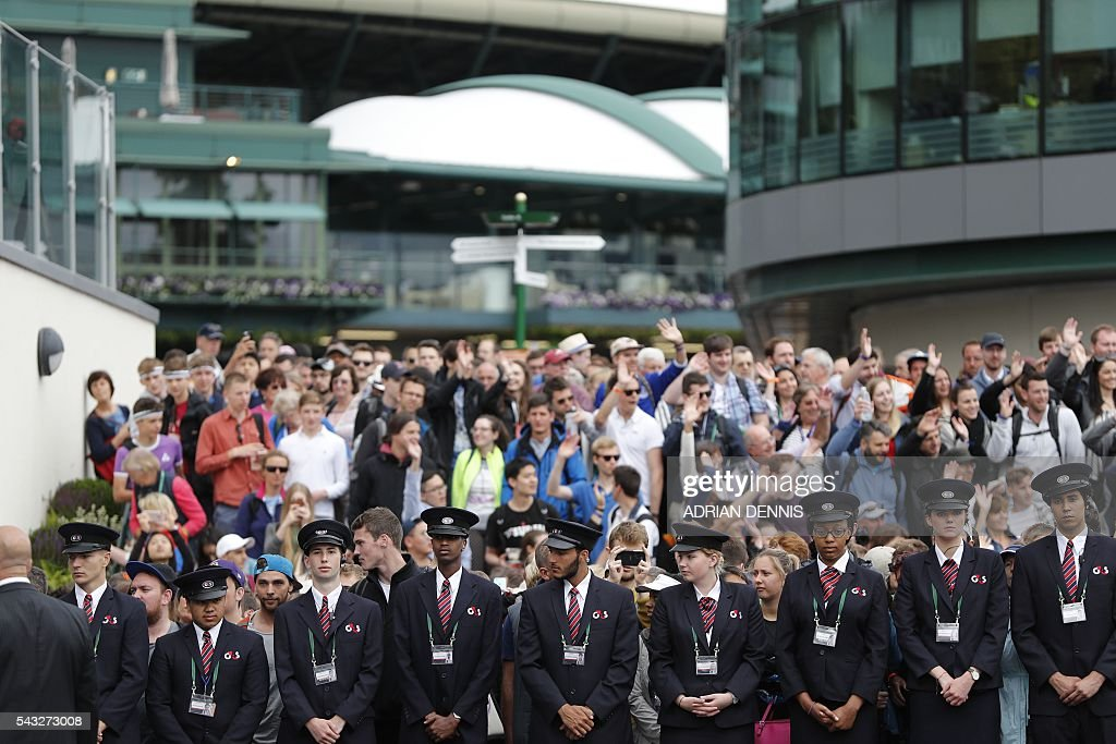 Spectators as queue to enter The All England Lawn Tennis Club in Wimbledon, southwest London, on June 27, 2016 on the first day of the 2016 Wimbledon Championships. / AFP / ADRIAN
