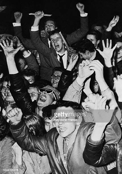 Spectators at Bill HALEY's concert in Berlin on January 27 1958