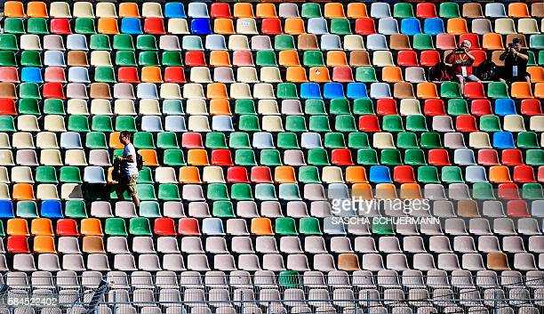 Spectators attend the first practise session of the Formula One German Grand Prix at the Hockenheim circuit on July 29 2016 / AFP / SASCHA SCHUERMANN