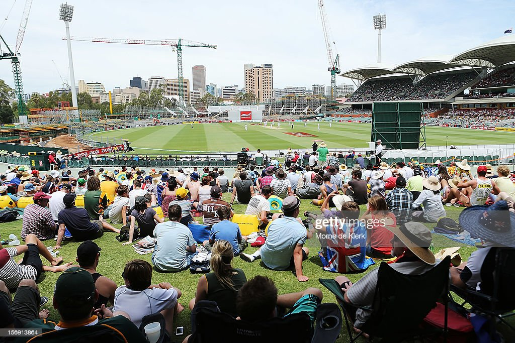 Spectators enjoys the atmosphere during day four of the Second Test Match between Australia and South Africa at Adelaide Oval on November 25, 2012 in Adelaide, Australia.