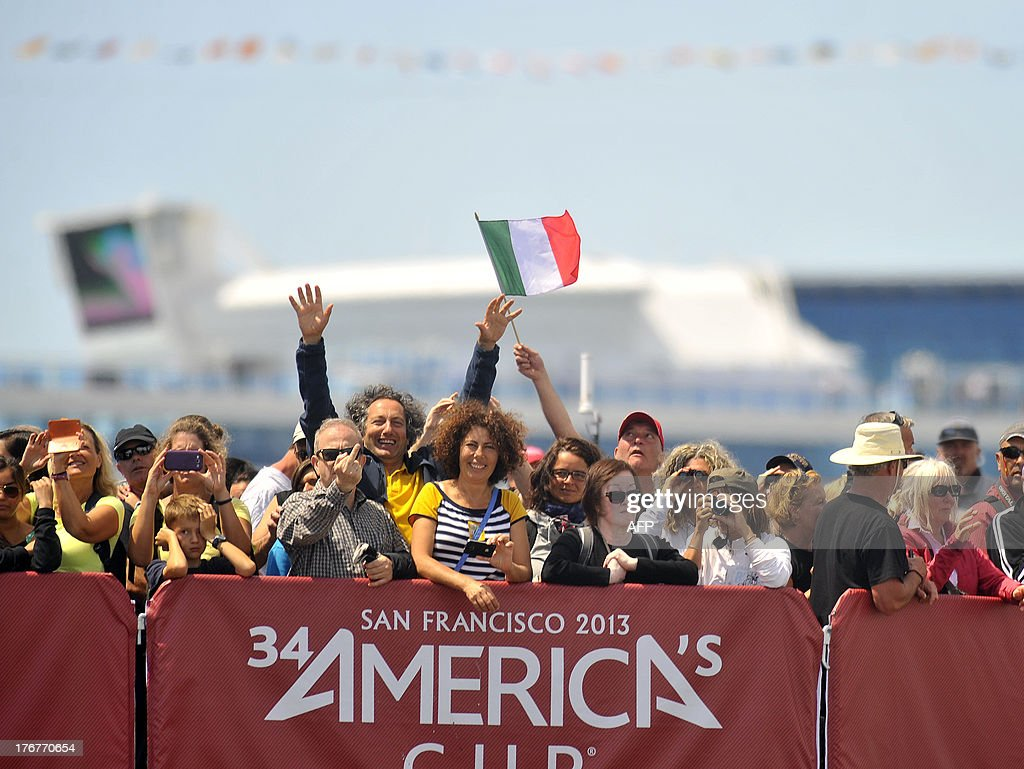 Spectators gesture during the second finals race of the Louis Vuitton Cup in San Francisco, California on August 18, 2013. AFP PHOTO/Josh Edelson