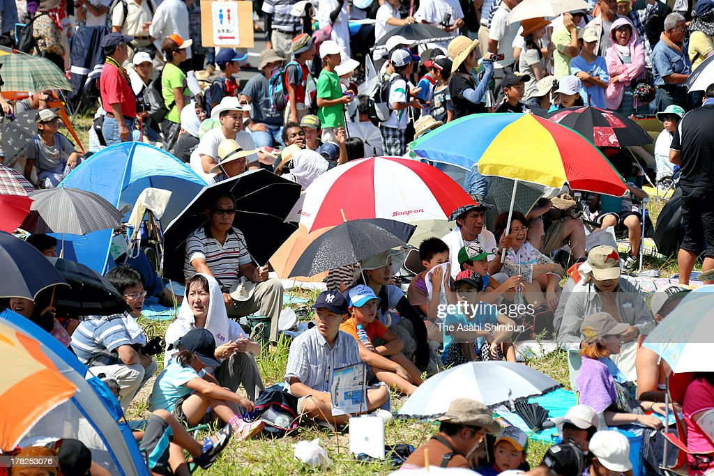 Spectators wait for the Japan Aerospace Exploration Agency (JAXA)'s Epsilon Vehicle (Epsilon-1) launch at Uchinoura Fish Port on August 27, 2013 in Kimotsuki, Kagoshima, Japan. JAXA postponed 19 seconds before the launch, let down 10,000 suectators. JAXA is planning to relaunch after detecting the cause of the irregularity.