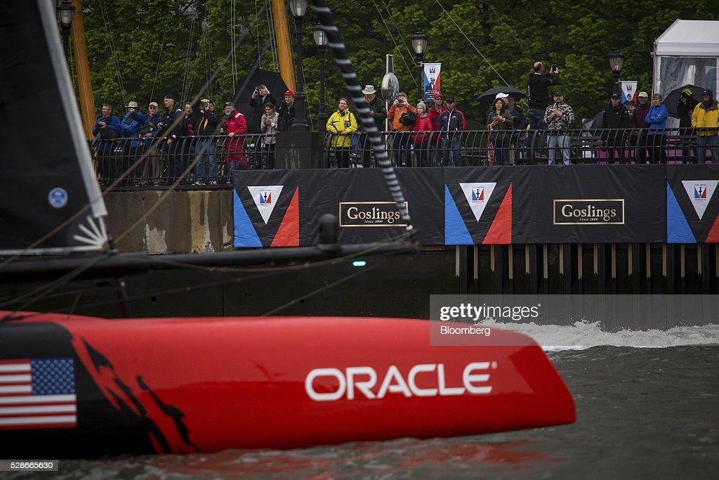 Spectators watch as racing teams practice for the Louis Vuitton America's Cup World Series sailing races in New York, U.S., on Friday, May 6, 2016. The America's Cup sailing races are held in New York City on the Hudson River for the first time since 1920. Photographer: Michael Nagle/Bloomberg via Getty Images