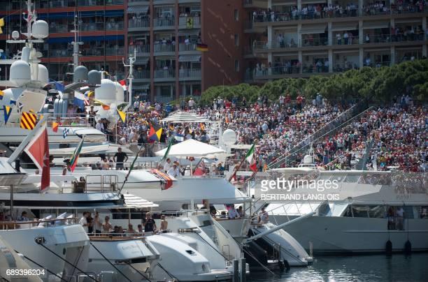 Spectators watch the Monaco Formula 1 Grand Prix at the Monaco street circuit on May 28 2017 in Monaco / AFP PHOTO / BERTRAND LANGLOIS