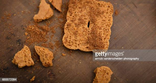 Speculaas and powdered speculoos.