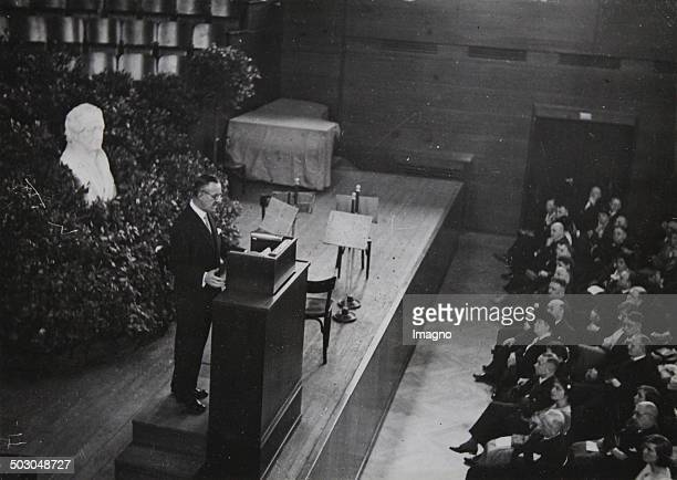 Speech by Thomas Mann about Goethe as a writer at the Goethejubilee in the newly built Weimarhalle in Weimar March 22th of 1932 Photograph