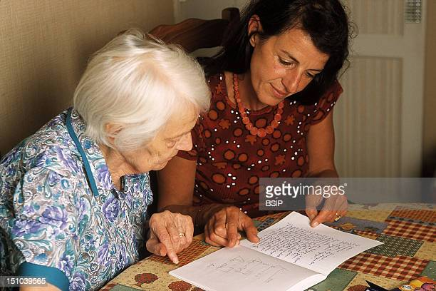 Speech Therapist And Alzheimer's Patient